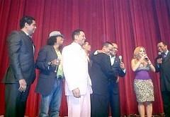 Diómedes, Pablo Martínez, Charlie Rodríguez, Sandy Reyes y Sergio Vargas, se juntaron para cantar en reconocimiento a Dioni Fernández.