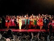 Alberto Agüero y Compañia en el saludo final, segunda función de Caleidoscopio, Teatro ND Ateneo, Buenos Aires, domingo 12 de diciembre 2010 [Foto Alejandro Lapeyre]