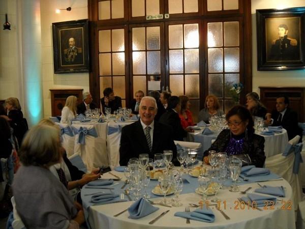 Se va armando la mesa. Hilda Reynoso, Mónica Cataldo, Augusto Lapeyre, Silvia Gurrieri. [Foto Patricia Leal]