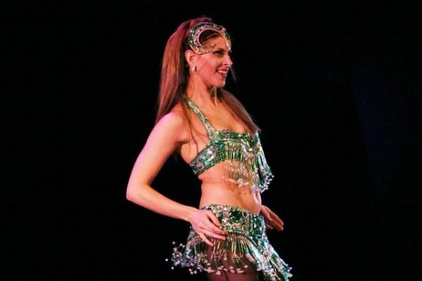 """[Foto Cristina Rivera para Agüero Show]Julia Montiliengo, en """"Y Todo es Tap"""", Teatro Astral, Buenos Aires, 22nov2006. (Foto gentileza Alberto Agüero)"""