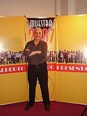 [Foto Patricia Leal]Teatro Margarita Xirgu, 10 diciembre 2007Banner realizado por Sergio Miceli (y participante luego del Show)