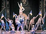 [PAUL KOLNIKThe New York Sun]BANDLEADER Laura Bell Bundy and the cast of 'Legally Blonde: The Musical.'