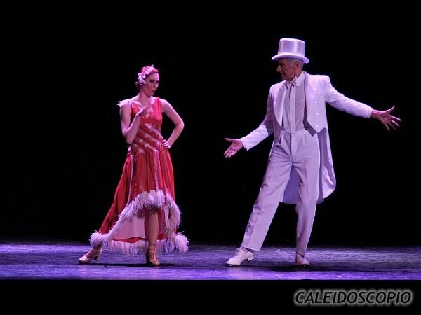 Caleidoscopio, Viajando a Oriente; en el Teatro ND Ateneo, Buenos Aires, 12 diciembre 2010.Ginette Stabio, Alberto Cormillot. [Foto Antonio E. Fresco]