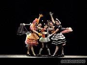 """Mariela Cacopardo, Jimena Rey, Paula Snurewicz, Eugenia Rey, Costanza Asquini, Muñecas, en """"Caleidoscopio"""" de Alberto Agüero, Teatro ND Ateneo, Buenos Aires, domingo 12 de diciembre 2010 [Foto Antonio Fresco]"""