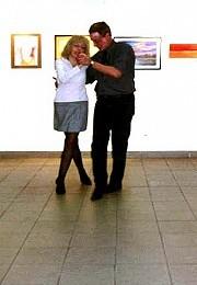 Dr. Eduardo José Restifo bailando con la profe