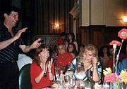 El profe Juan Bressán y Victoria Halicky, junto a Roxana Rosso que medita el deseo a pedir antes de soplar la velita...a su lado Ariel Lichtig