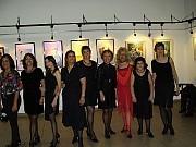 LAS CHICAS TANGUERAS: Hilda con su vestuario para intervenir en salsa primero, Amelia, Naty, Silvia, Bety, Chiche, Lidia la Profe, Florcita y Dolores.