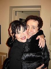 Abrazo con Chita Rivera