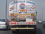 IndiaAquí se ve un camión, que como casi todos, pide que por favor toque bocina (HORN PLEASE).[Foto Ariel Lichtig]