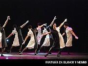 Fantasía en Blanco y Negro, Diviértete en tus Taps; en el Teatro ND Ateneo, Buenos Aires, 03 diciembre 2009. De frente Marianela Skries. [Foto Antonio E. Fresco]