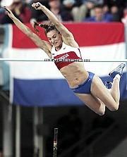 [Foto: AP]Yelena Isinbayeva pasa 5.01 m