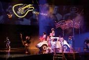 LOVE, hommage du Cirque du Soleil aux Beatles, est présenté en exclusivité à l'hôtel The Mirage à Las Vegas (Nevada).Il est possible de réserver des billets quatre mois à l'avance.